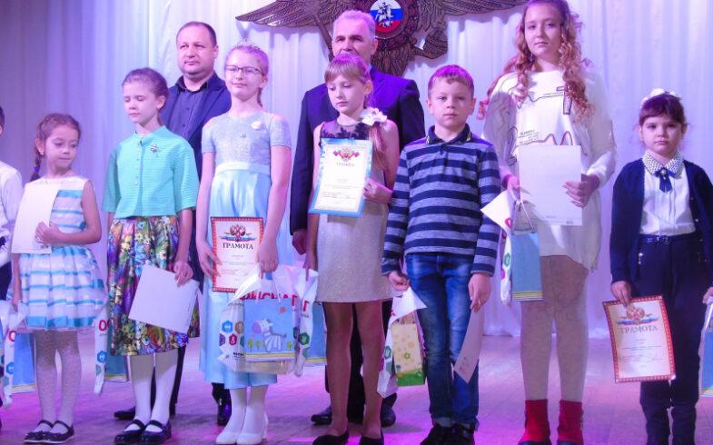Липецкое региональное отделение «Союза садоводов России» вручило подарки юным художникам в День полиции