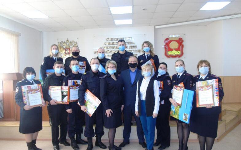 В УМВД России по г. Липецку наградили участников конкурса рисунков «Мои родители работают в полиции»