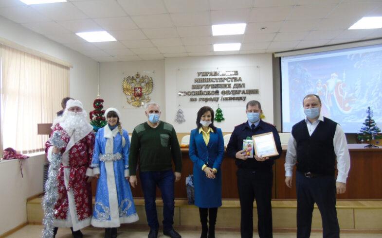 В Липецке наградили участников конкурса детского рисунка и поделок «Полицейский Дед Мороз»