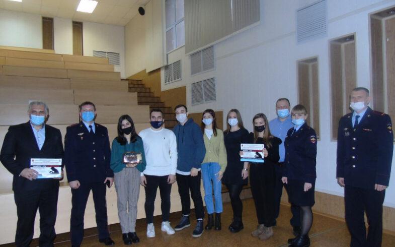 В Липецке в формате деловой игры студентам рассказали «Как не стать жертвой мошенников?»